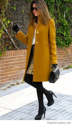 Mustard coat, white shirt, gold and black baroque skirt, black tights, bag and booties classy Business Mode, Coat Dress, Fashion Outfits, Womens Fashion, Fashion Clothes, Fashionable Outfits, Fashion Jewelry, Fashion Tips, Fashion Trends