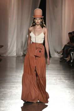 Discover recipes, home ideas, style inspiration and other ideas to try. 2020 Fashion Trends, Fashion 2020, Fashion Week, World Of Fashion, Fashion Show, Fashion Design, Vogue Paris, Vogue Fashion, Runway Fashion