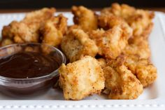 chick-fil-a nuggets recipe! Sweet Chicky Nuggets 2 skinless and boneless chicken breasts 1 cup milk 1 egg 1 cups flour 2 TBSP powdered sugar 2 tsp salt 1 tsp pepper peanut oil (is best) or canola oil Food For Thought, Think Food, I Love Food, Good Food, Yummy Food, Copycat Recipes, Great Recipes, Favorite Recipes, Easy Recipes