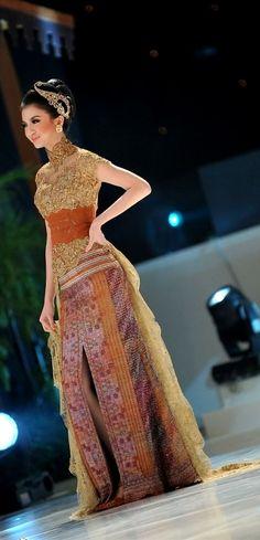 Design by Anne Avantie Kebaya Lace, Batik Kebaya, Kebaya Dress, Batik Dress, Kimono, Vera Kebaya, Modern Kebaya, Indonesian Kebaya, Kebaya Wedding