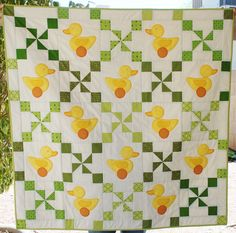 Look at this adorable  quilt my mom just finished! She made it for my sister Anna (who is not pregnant...yet), so she chose gender-neutral ...