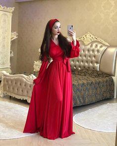 Iranian Women Fashion, Arab Fashion, Girl Fashion, Long Tight Prom Dresses, Casual Dresses, Fashion Dresses, Mode Swag, Mode Turban, Hijab Style Dress