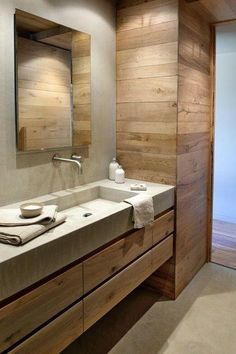 54 Premium Modern White Bathroom with White Cabinets Ideas - HomeCNB Master Bathroom Layout, Modern Bathroom Design, Bathroom Interior Design, Home Interior, Modern White Bathroom, Rustic Bathrooms, Contemporary Bathrooms, Wall Faucet, Bathroom Faucets