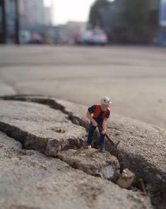 """Little People"", street art by Slinkachu"
