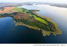 Malowniczy półwysep na jeziorze Dargin. Półwyspy są niestety szczególnie często narażone na zakusy inwestorów.