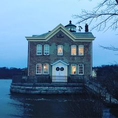 Saugerties, New York lighthouse. Click to reach more Instagram pictures of the lighthouse.