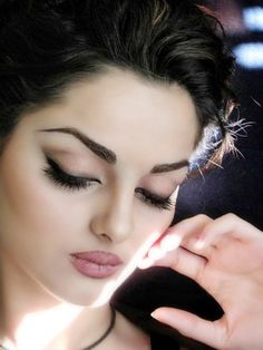 Love this beautiful makeup look on Mahalagha Jaberi!