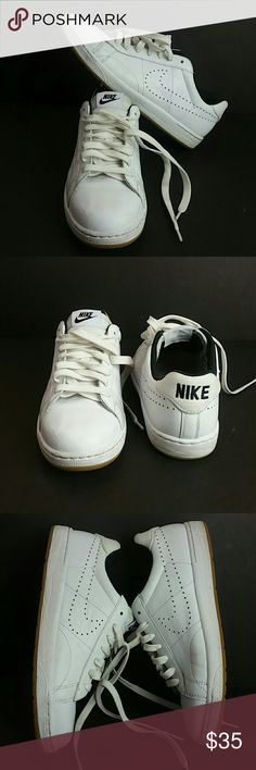 watch 26444 83679 NIKE TENNIS CLASSIC WOMEN SHOES IN GOOD CONDITION WITH MINOR SCRATCHES ON  THE FRONT TIP OF