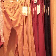 Pantalones de mujer (en rojo, azul y mostaza) 300p #zara