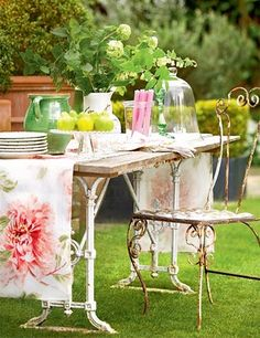 look at that cute little garden table & chair