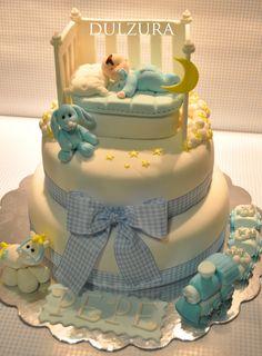 Me ha encantado hacer esta tarta...me parecen tan tiernas las tartas de bautizo...me despiertan taaanta ternura...y es que hay algo más bo...