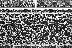 Ornement décoratif de #couleur #noireprovenant des #collections du Victoria and Albert Museum, souvent abrégé « V&A », fondé en 1852 à Londres, dans le quartier de South Kensington. Il abrite l'une des #collections d'art #chinois les plus complètes et les plus importantes au monde #numelyo #color #museum #musée #décoration #motif #entrelacs