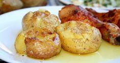 Cartofi zdrobiți la cuptor - o bunătate! Încearcă să nu-i mănânci singură pe toți... - Bucatarul Portugal, Baked Potato, Recipies, Food And Drink, Potatoes, Lunch, Meals, Vegetables, Cooking