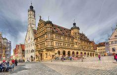 町の中心舞台 マルクト広場 ドイツ「ローテンブルク」でタイムトリップの旅。中世ヨーロッパへようこそ! Rothenburg Ob Der Tauber, Louvre, Germany, Europe, Building, Sketch, Travel, Sketch Drawing, Viajes