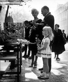 LA NIÑA DE LA ROSA (RAMBLAS DE BARCELONA, 1962)