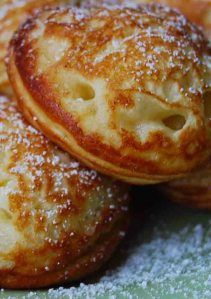 Ebelskivers (Puffy, filled, Danish Pancakes)We have these for special occasion mornings & you just can't get enough of them! Breakfast Desayunos, Breakfast Recipes, Mexican Breakfast, Breakfast Ideas, Aebleskiver Recipe, Pancakes And Waffles, Danish Pancakes, Swedish Recipes, Swedish Foods