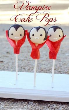 Halloween Cake Pops Ideas: Vampire Cake Pops Make the ultimate Halloween desserts and treats perfect for adults and kids alike with these creative and easy Halloween cake pops ideas! Halloween Cake Pops, Halloween Desserts, Muffins Halloween, Halloween Treats To Make, Soirée Halloween, Halloween Recipe, Kid Desserts, Halloween Vampire, Cakepops