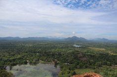 """Vista desde la cima de #Sigiriya. Ruinas del #Castillo en #Sigiriya. Conoce sobre este mágico sitio en #SriLanka que tiene siglos de antiguedad. Revisa nuestro articulo: """"La Roca, el León y el Castillo"""" #Viajes #BlogdeViajes #DesarrolloPeregrino"""