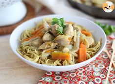 Stir fry with chicken and coriander, chao men, Recipe Petitchef Ginger Chicken, Easy Chicken Curry, Chicken Stir Fry, Fried Kale, Fried Cabbage, Chow Mein Au Poulet, Chinese Stir Fry, Exotic Food, Stir Fry Recipes