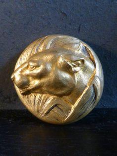 Antique for sale Art Deco jewel feline brooch in gilded bronze Animal sculpture Sculpture Fine arts architecture