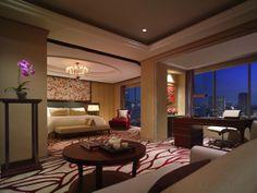Presidential Suite - Bedroom at Shangri-La Hotel, Bangkok