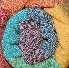 Light rainbow diamond weave girasol