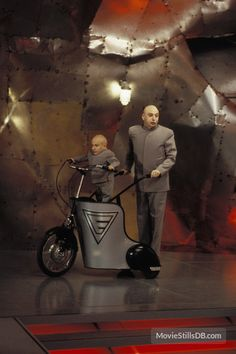 Austin Powers The Spy Who Shagged Me - Publicity still of Mike Myers & Verne Troyer Movies To Watch, Good Movies, Awesome Movies, Austin Powers 2, Dr Evil, Evil Empire, British Invasion, Film Music Books, Halloween 2017