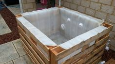 DIY Pallet Hot Tub - Thehomesteadingboards.com