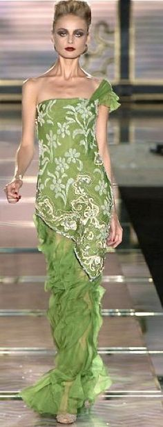 Discover the latest in designer apparel and accessories by legendary Italian fashion designer Valentino Garavani. Shop now at the official Valentino Online Boutique. Green Fashion, High Fashion, Floral Fashion, Beautiful Gowns, Beautiful Outfits, Beautiful Things, Dresses 2013, Cheap Dresses, Short Dresses