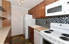 555 W Cornelia Ave #1205 - Kitchen