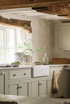 Small cottage kitchen ideas – design inspiration for rural homes | Country English Country Kitchens, Rustic Country Kitchens, Country Kitchen Designs, Rustic Kitchen Design, Interior Design Kitchen, Kitchen Layout, Kitchen Colors, European Kitchens, Country Kitchen Decorating