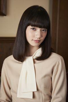 「ごくせん」「デカワンコ」などのヒット作で知られる森本梢子が新たに描き下ろし、全国3,000店の書店員が選ぶ「NEXT ブレイク漫画 RANKING BEST50」(2015年度)で第1位に選ばれたブレイク必至の大人気コミック「高台家の人々」。 Nana Komatsu, Pretty Asian Girl, Japan Girl, Japanese Models, Japanese Beauty, Pretty People, Cute Girls, Fashion Beauty, Hair Cuts