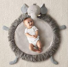 Cosy Nursery rugs and playing mat ideas Elephant Themed Nursery, Elephant Elephant, Owl Nursery, Baby Nursery Themes, Rh Baby, Baby Boys, Diy Bebe, Nursery Rugs, Baby Play