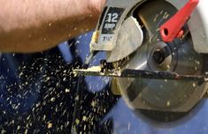 How to Sharpen a Circular Saw Blade with a Dremel - Saint Tools Best Cordless Circular Saw, Best Circular Saw, Circular Saw Blades, Mini Sierra Circular, Circular Saw Reviews, Table Saw Blades, Saw Wood, Skill Saw, Miter Saw