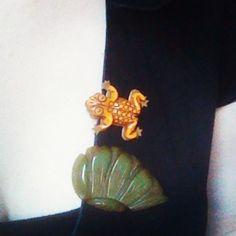 Today I am wearing two bakelite dress clips. #fashion #vintage #frog #bakelite