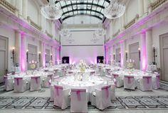 Stuhlhusse mit Schleife Ballsaal REINWEISS Hochzeiten