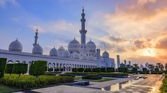 "David Gabis on Twitter: ""The majestic Sheikh Zayed Grand Mosque of Abu Dhabi, icon of national pride https://t.co/fqYGE4smL1 #AbuDhabi #travel #Mosque #architecture https://t.co/o9DAvxgnod"""