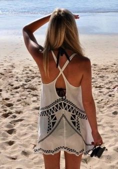 An oversized tank like this is exactly what The Mirror's Andrea Butler has in mind for a #springbreak2015 beach cover-up! Read more here: http://fairfieldmirror.com/the-vine/let-dre-dress-you-spring-break-how-to/