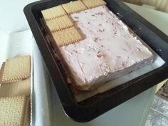 Nepečená jahodovo-tvarohová dobrota. , recept, Nepečené zákusky | Tortyodmamy.sk Bread, Food, Meal, Essen, Hoods, Breads, Meals, Sandwich Loaf, Eten