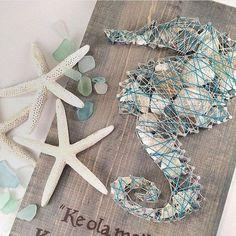 String art diy - string art seahorse seahorse decor sea shells home decor sea shell art ocean decor beach decor beach signs string art Seashell Art, Seashell Crafts, Beach Crafts, Diy Crafts, Decor Crafts, String Art Diy, Anchor String Art, Horse Nails, Seahorse Decor