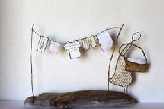 """Jour de lessive : linge qui sèche en découpes de papier et portique en fil de kraft armé et ficelle - création Epistyle - (autres modèles dans """"Scrap Jardin et Nature"""")"""