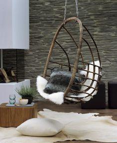 Le fauteuil suspendu ou le cocon aérien - Le fauteuil suspendu serait-il en passe de détrôner le hamac ? D'intérieur comme d'extérieur, ils s'invitent partout.                                                                                                                                                                                 Plus