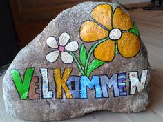 Billedresultat for sten til at male på Pebble Painting, Pebble Art, Stone Painting, Rock Painting, Rock Crafts, Diy And Crafts, Arts And Crafts, Posca Art, Hand Painted Rocks