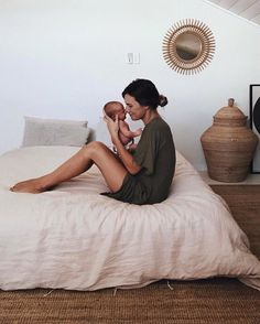 New Baby Bedroom Newborn Family Photos 29 Ideas naissance part naissance bebe faire part felicitation baby boy clothes girl tips Mama Baby, Mom And Baby, Baby Love, Baby Kids, Mother And Baby, Baby Hug, Foto Newborn, Newborn Shoot, Cute Babies Newborn