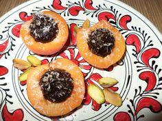 Caise Cu Magiun De Prune Si Cocos / Apricots With Plum Jam And Coconut https://vegansavor.wordpress.com/2015/07/19/caise-cu-magiun-de-prune-si-cocos-apricots-with-plum-jam-and-coconut/ #Topoloveni #jam #vegan #apricot #coconut #pistachio #sweets