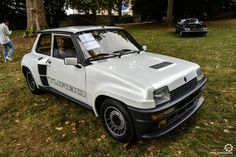 Renault R5 Turbo à Chantilly Arts et Elegance #MoteuràSouvenirs Reportage :  http://newsdanciennes.com/2016/09/05/chantilly-arts-et-elegance-2016-creme-creme/ #ClassicCar #VintageCar #Voiture #Ancienne