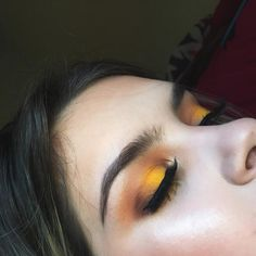 """98 Likes, 8 Comments - Jessica (@jburrmakeup) on Instagram: """"I'm obsessed with this spring time halo eye Yellow eyeshadow is secretly my favorite ➖➖➖➖➖➖➖➖➖➖➖➖…"""""""
