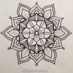 ⊰❁⊱ Mandala ⊰❁⊱ I really want a shoulder tattoo. But I can't decide between a mandala or a floral design. Best of both worlds! Henna Designs, Tattoo Designs, Lotus Flower Mandala, Mandala Tattoo Design, Future Tattoos, Skin Art, Tattoo Drawings, Mehndi, Body Art