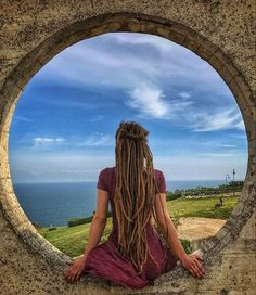freedom discovered by Hippy on We Heart It Dreadlock Rasta, Dreadlock Styles, Dreadlock Hairstyles, Messy Hairstyles, Dread Braids, Matted Hair, Natural Dreads, Beautiful Dreadlocks, Dreads Girl