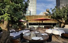 Restaurante Bestial, restaurante en la playa de Barcelona con terraza junto al mar. Cocina mediterránea de calidad.